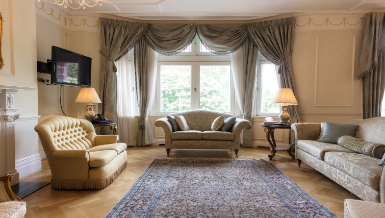 Furnished livin area at Cumberland House - Citybase Apartments