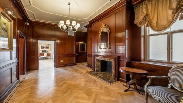 Impressive Lobby at Cumberland House - Citybase Apartments