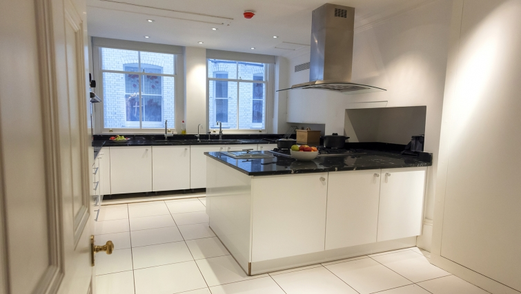 Modern kitchen in Cumberland House - Citybase Apartments