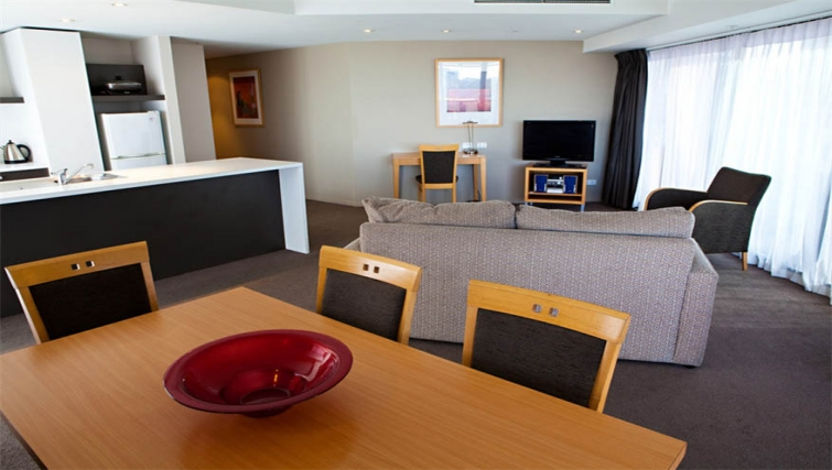 Dining area at Mantra Southbank Melbourne - Citybase Apartments