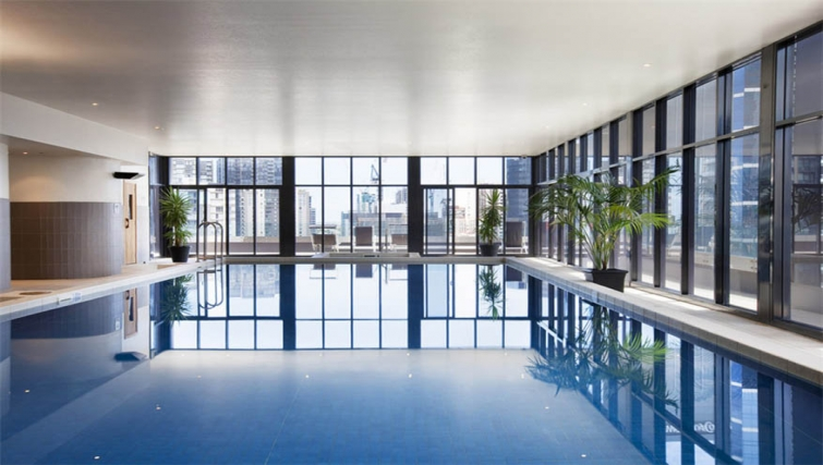 Pool at Mantra Southbank Melbourne - Citybase Apartments