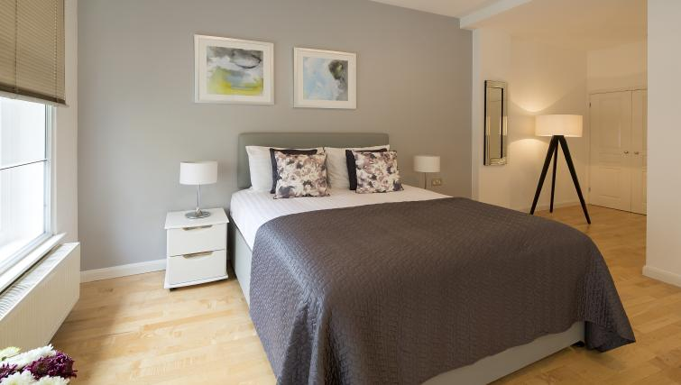 Bedroom at Monument by Q Apartments - Citybase Apartments