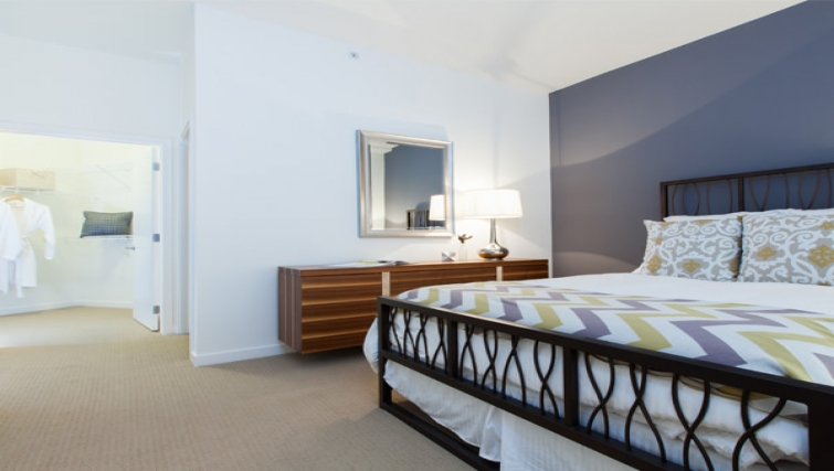 Queen size bed at Venn Apartments - Citybase Apartments