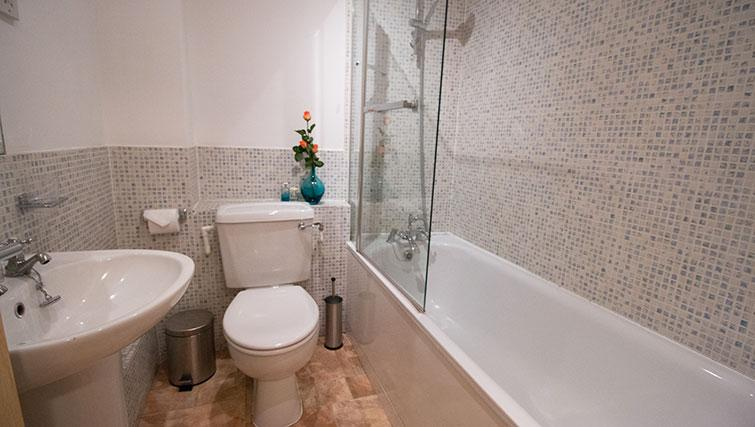 Bathroom at Monument ApartmentMonument Apartment - Citybase Apartments