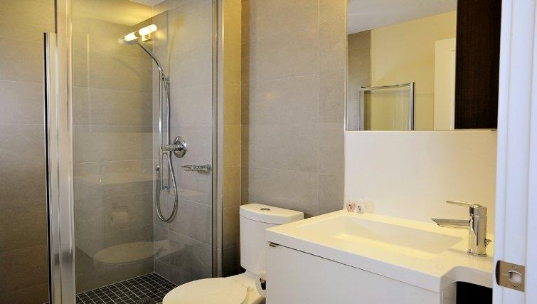 Bright bathroom at 300 Front Apartments - Citybase Apartments