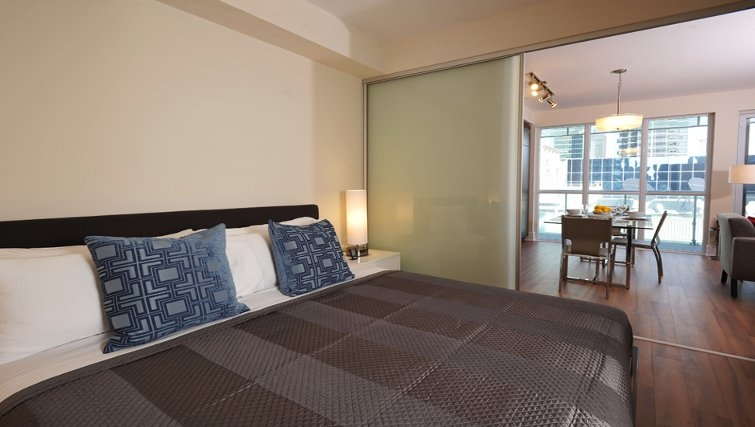 King bedroom at 300 Front Apartments - Citybase Apartments