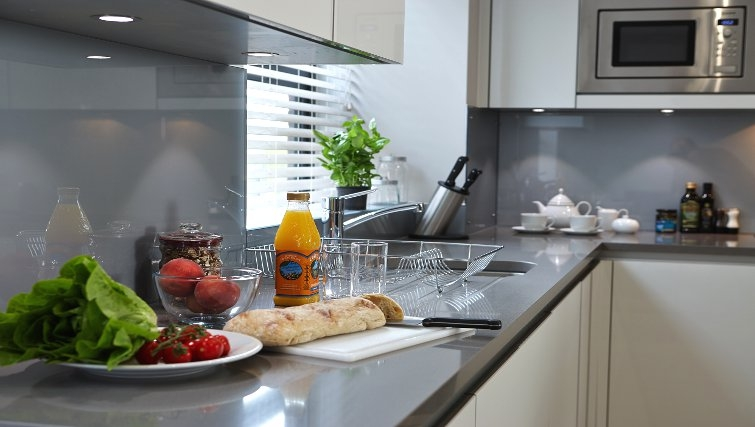 Modern kitchen at Oakwood Great Tower Street - Citybase Apartments
