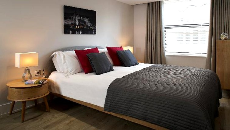 Bright bedroom at Oakwood Great Tower Street - Citybase Apartments