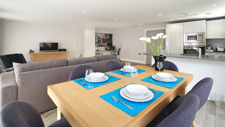 Spacious dining area at Oakwood Great Tower Street - Citybase Apartments