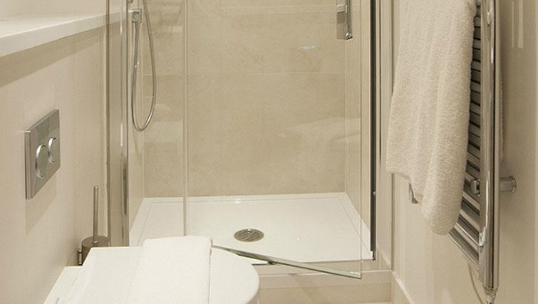 Bathroom at Native Aldgate Apartments - Citybase Apartments