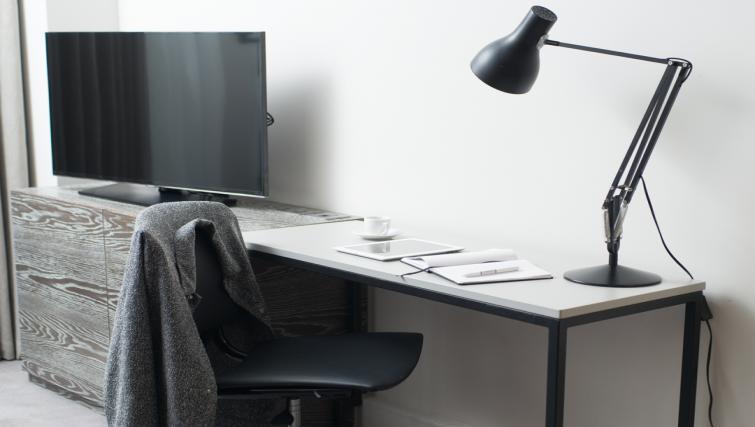 Work desk at Staybridge Suites London Vauxhall - Citybase Apartments