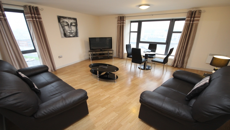 Versatile living area in Baltic Quays Apartments - Citybase Apartments