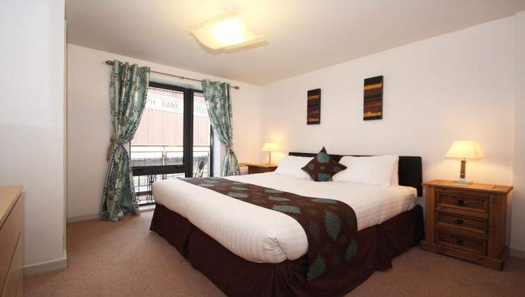 Double bed at Baltic Quays Apartments - Citybase Apartments