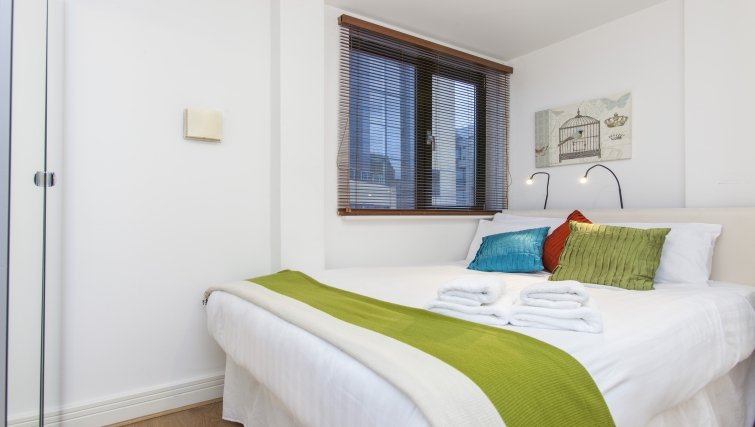 Spacious bedroom at Folgate Street Apartment - Citybase Apartments