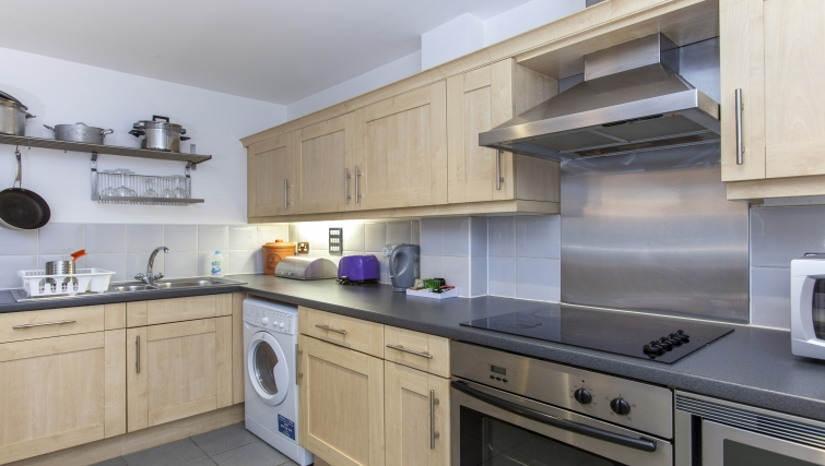 Fully equipped kitchen at Folgate Street Apartment - Citybase Apartments