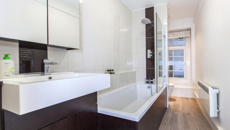 Lovely bathroom at Liverpool Street Apartments - Citybase Apartments