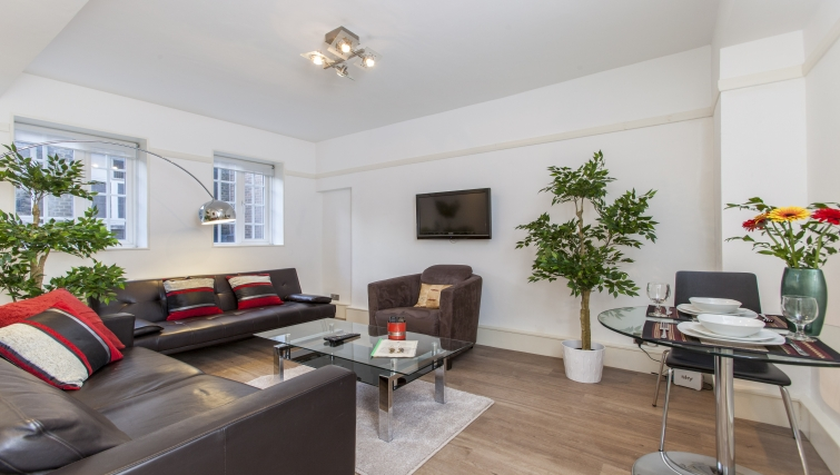 Living area at Liverpool Street Apartments - Citybase Apartments