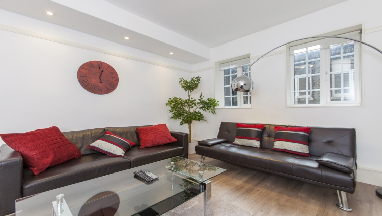 Bright living area at Liverpool Street Apartments - Citybase Apartments