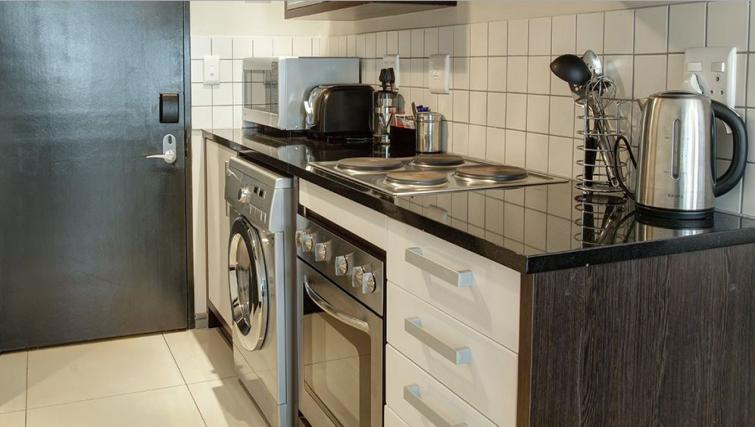 Studio kitchen at Manhattan Suites & Conferences - Citybase Apartments