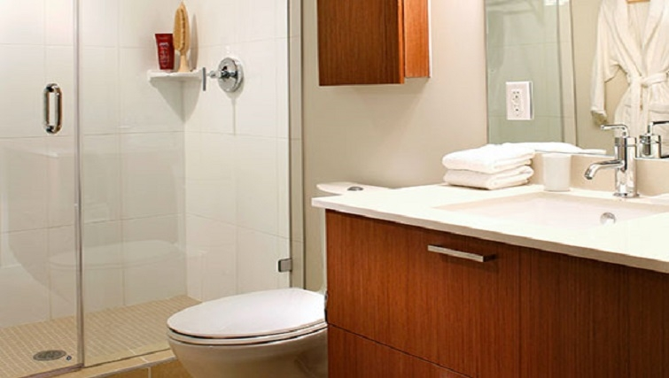 Modern bathroom in Level Furnished Living - Citybase Apartments