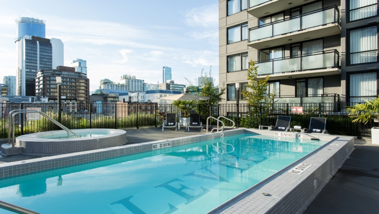 Pool at Level Furnished Living - Citybase Apartments