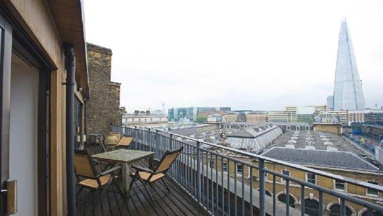 Inspiring balcony in Oakwood Monument Street Apartments - Citybase Apartments