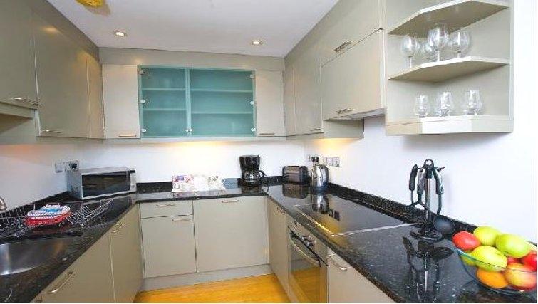 Modern kitchen in Oakwood Monument Street Apartments - Citybase Apartments