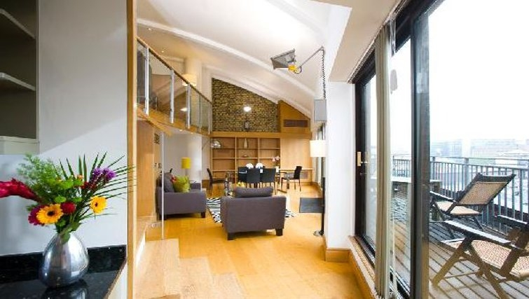 Bright living area in Oakwood Monument Street Apartments - Citybase Apartments