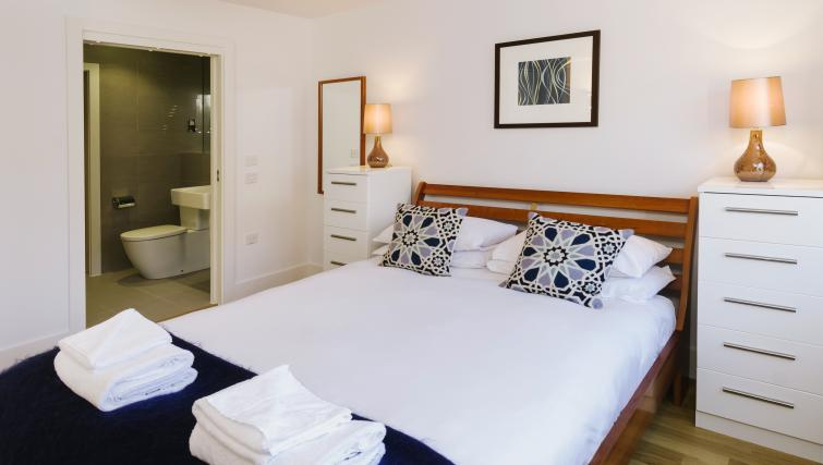 Bed at Eden House Apartments - Citybase Apartments