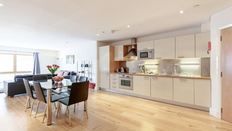 Outstanding kitchen in Marina Place Apartments - Citybase Apartments