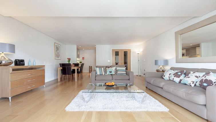 Classic living area in Marina Place Apartments - Citybase Apartments