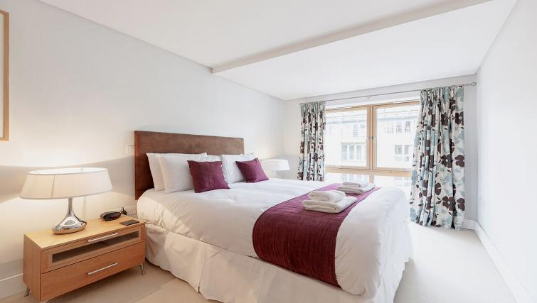 Attractive bedroom in Marina Place Apartments - Citybase Apartments