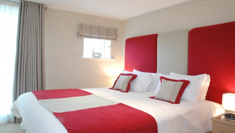 Colourful bedroom in Curzon Places - Citybase Apartments