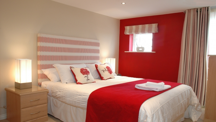 Executive bedroom in Curzon Places - Citybase Apartments