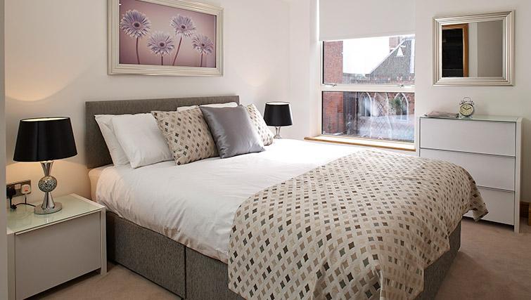 Ideal bedroom at Oakwood Marylebone - Citybase Apartments