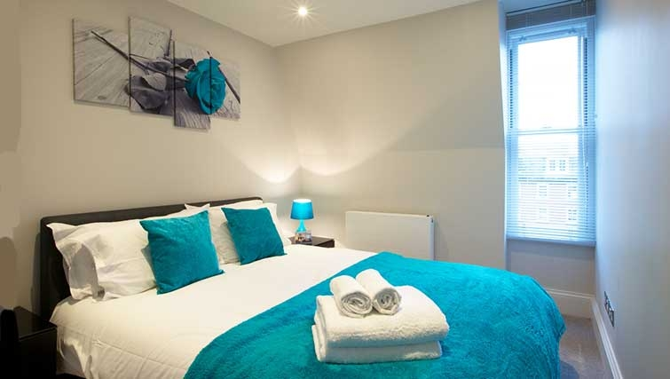 Double bedroom at Flying Butler Barons Court Apartments - Citybase Apartments