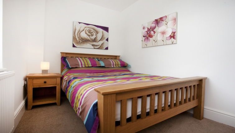 Double bedroom at Musters Cottage - Citybase Apartments