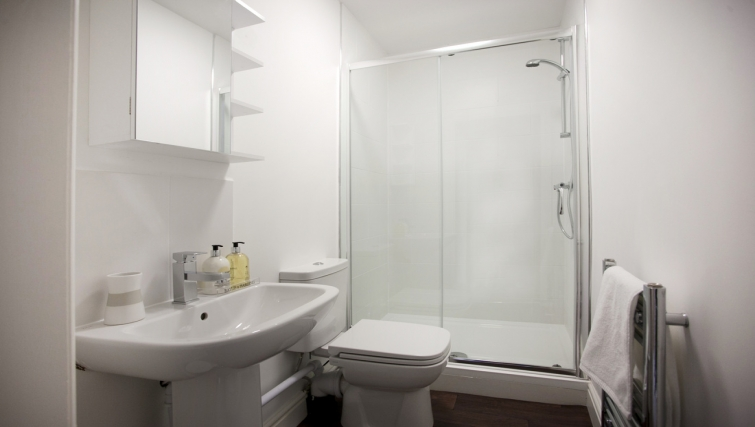 Bathroom at Musters Cottage - Citybase Apartments