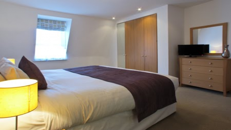 Bedroom at The Kings Wardrobe Apartments - Citybase Apartments