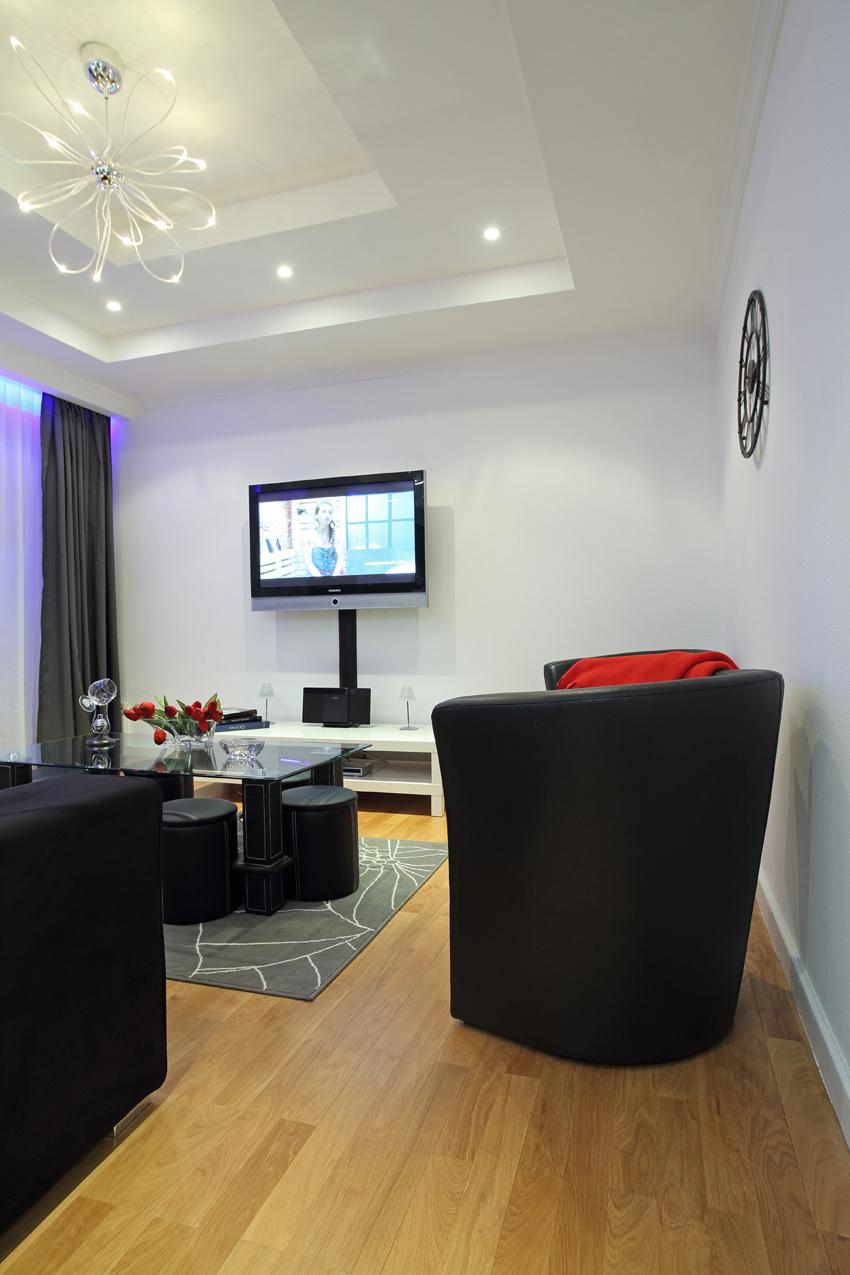 TV at Villa Giada Apartments - Citybase Apartments