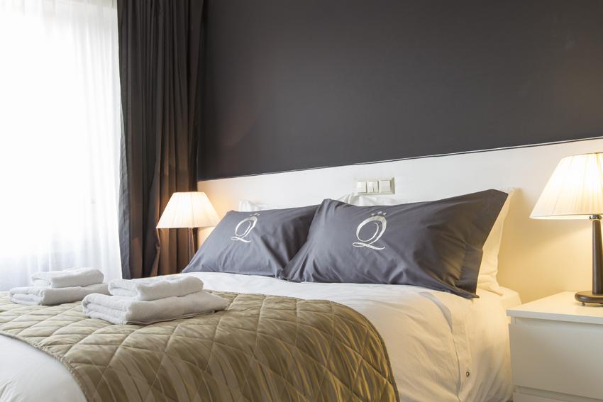 Double bed at Villa Giada Apartments - Citybase Apartments