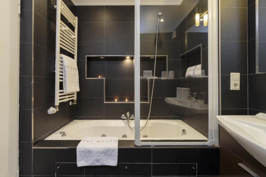 Bathroom at Villa Giada Apartments - Citybase Apartments