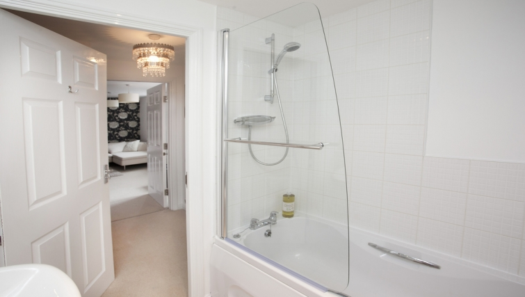 Pristine bathroom in Canalside Apartment - Citybase Apartments