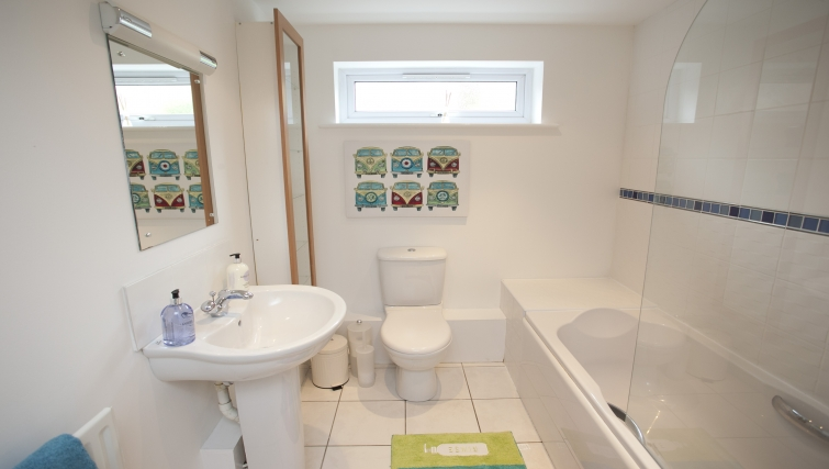 Bathroom at Cricket Heaven Apartment - Citybase Apartments
