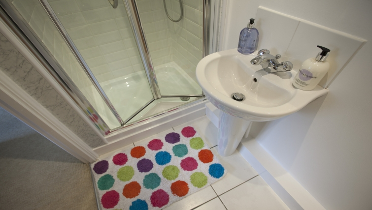 Shower room at Cricket Heaven Apartment - Citybase Apartments