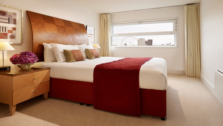 Exceptional bedroom at Empire Square Apartments - Citybase Apartments