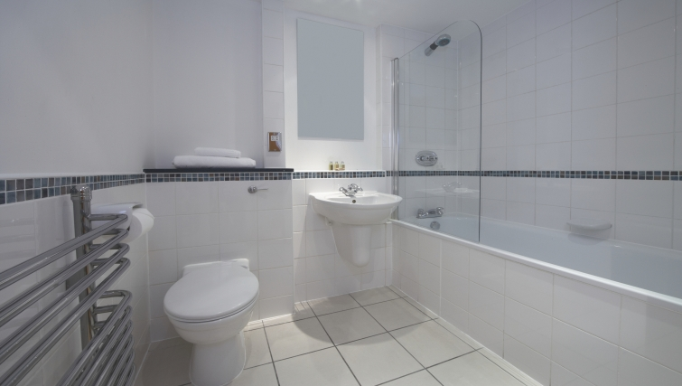 Mature bathroom at Empire Square Apartments - Citybase Apartments
