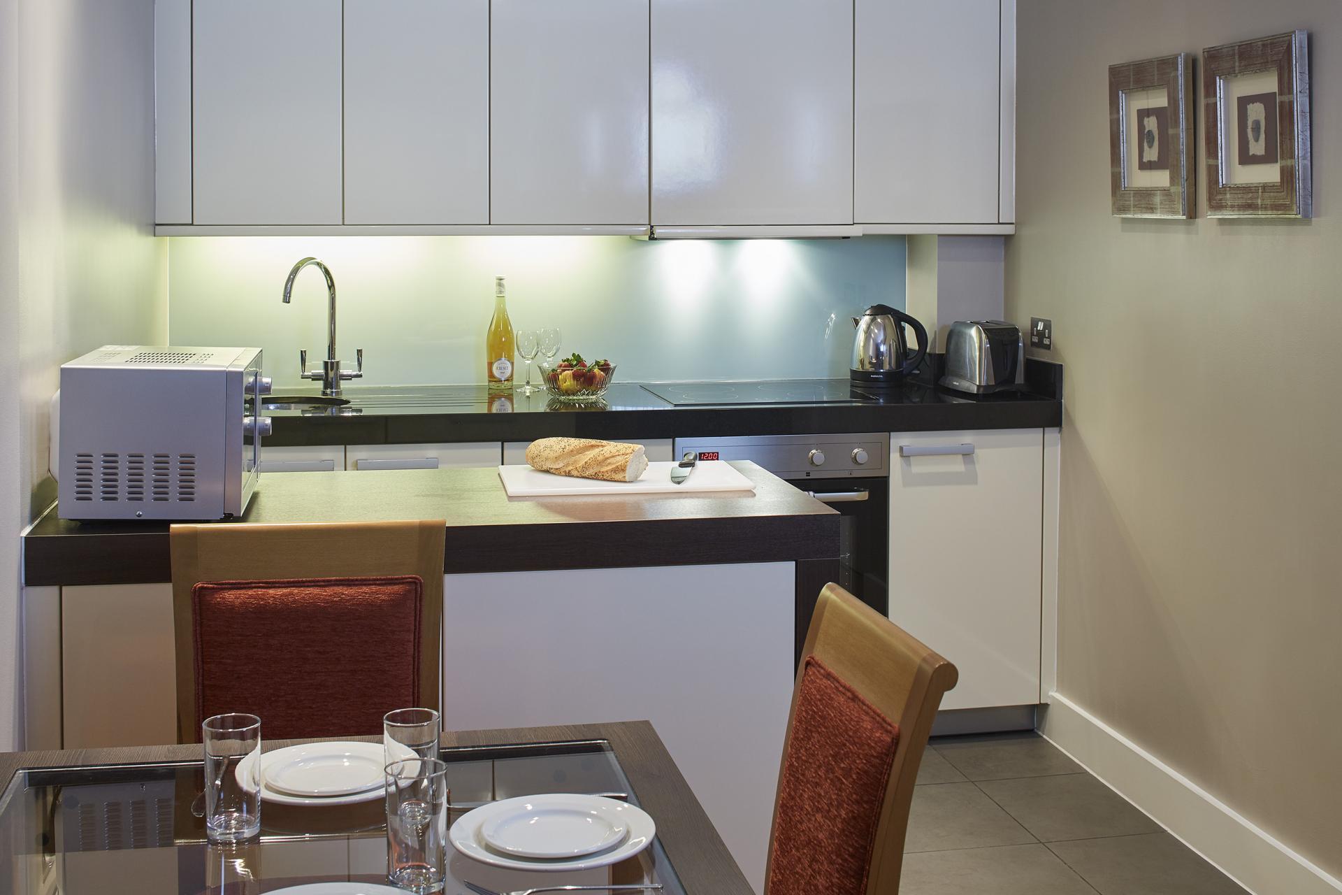 Diner at Empire Square Apartments, London Bridge, London - Citybase Apartments