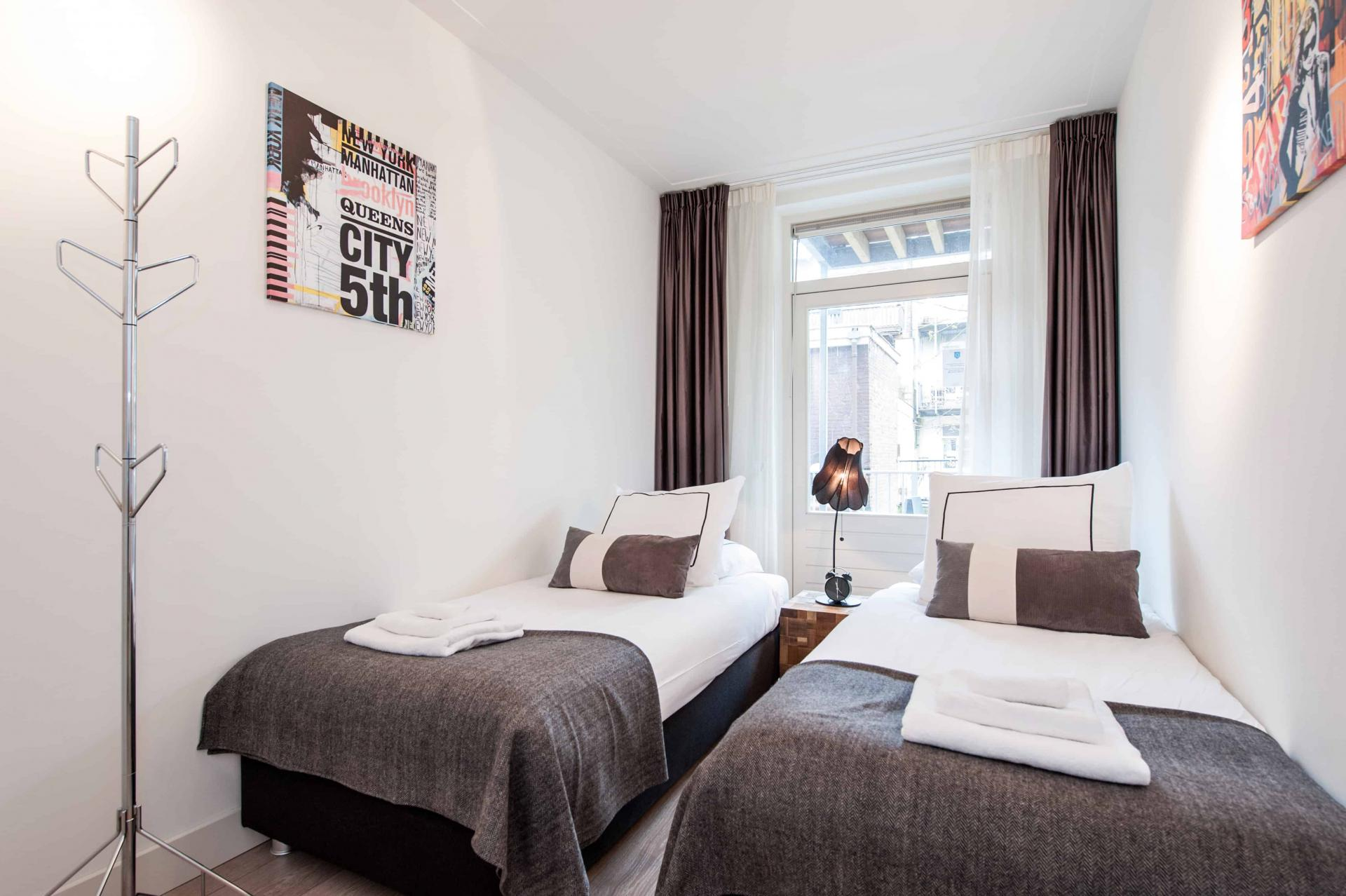 Twin beds at Rijksmuseum Apartments, Amsterdam - Cityden - Citybase Apartments