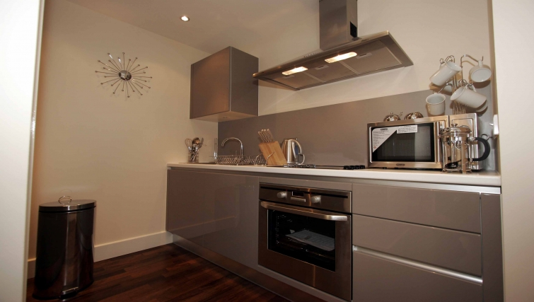 Modern kitchen in Lime Square Apartments - Citybase Apartments